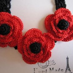 赤いお花のネックレス