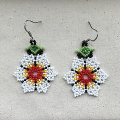 beautiful flower earrings made with czech glass seed beads in a huichol style of beading Seed Bead Art, Seed Bead Jewelry, Bead Jewellery, Seed Bead Earrings, Flower Earrings, Beaded Earrings, Etsy Earrings, Seed Beads, Gold Flowers