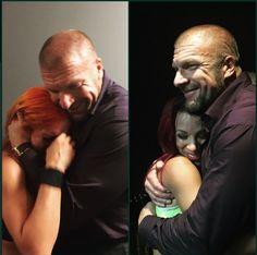 Becky Lynch y Sasha Banks abrazan a Triple H tras su lucha en NXT Takeover: Unstoppable - instagram.com/tripleh