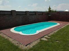 Okolie bazénu. Kamenný koberec Marone mogano 4-7mm.  #art4you #art4youpodlahy #kamennykoberec #kamenny #koberec #podlaha #podlahy #liatepodlahy
