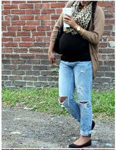 #maternity fashion #scarf#boyfriend jeans