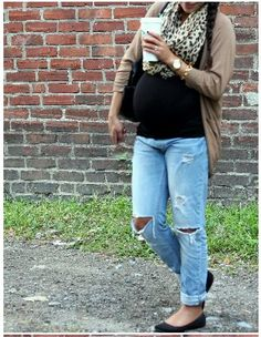 #maternity fashion #scarf#boyfriend jeans