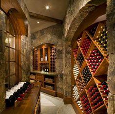 une cave à vins avec des casiers à bouteilles en bois