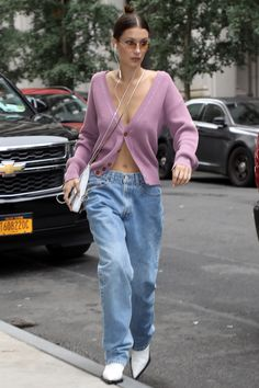 Baggy jeans: the wide trousers can be combined in such a versatile way – Boots 2020 Bella Hadid Outfits, Bella Hadid Style, Baggy Pants, Baggy Clothes, Short Outfits, Casual Outfits, Fashion Outfits, Summer Outfits, Women's Fashion