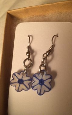 Blue and White Snowflake Flower Earrings by inthespicerack on Etsy