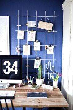 Farbenfroh: der Schreibtisch von hafenmaedchen! Entdecke jetzt ihre ganze Wohnung auf dem Lande bei COUCHstyle.de!  #diy #homeoffice #schreibtisch #blauewand #holztisch #kaktus  #living #wohnen #wohnideen #einrichten #interior #COUCHstyle Home Office, Shelving, The Unit, Halloween, Furniture, Home Decor, Creative Ideas, Timber Table, Table Desk