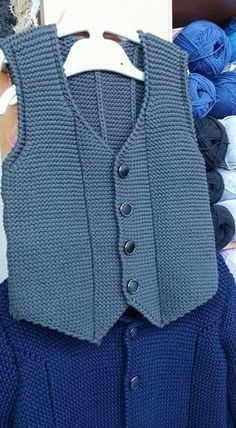 Easy and very stylish harem knitted vest Mukerrem Mete Crochet For Boys, Knitting For Kids, Hand Knitting, Sweater Knitting Patterns, Knitting Designs, Knit Patterns, Baby Pullover, Baby Cardigan, Baby Boy Vest
