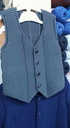 Easy and very stylish harem knitted vest Mukerrem Mete Crochet For Boys, Knitting For Kids, Hand Knitting, Baby Knitting Patterns, Knitting Designs, Baby Pullover, Baby Cardigan, Baby Boy Vest, Pull Bebe