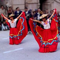 International Festivals and Mexican Architecture Draw Visitors to Zacatecas Mexico Mexican Costume, Folk Costume, Kinds Of Dance, Just Dance, Traditional Mexican Dress, Traditional Dresses, Mexico People, Mexican Dresses, Mexican Clothing