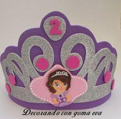 Corona de cumpleaños de la princesa Sofía | Aprender manualidades es facilisimo.com Jungle Theme Birthday, Diy Birthday, Foam Crafts, Diy And Crafts, Diy For Kids, Crafts For Kids, Felt Crown, Felt Headband, Pokemon Party