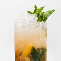 classic and simple whiskey smash