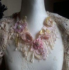 Shabby Chic, Romantik, Halskette, handgemachte Blumen, Spitze von Hand gefärbt…