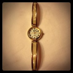 ⏳Ladies Watch Quartz Rumours bracelet watch with white ivory type accent. Vintage look! Needs battery. I have a pretty small wrist and this just fits. Quartz Accessories Watches
