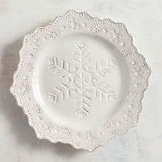 Here's Everything You Need From Your Favorite Retailers To Create A Festive Christmas Dining Table White Christmas Image, Pier One Christmas, Christmas Dishes, Christmas Time, Merry Christmas, Celebrating Christmas, Christmas Kitchen, Country Christmas, Simple Christmas