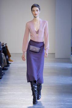 The complete Agnona Fall 2018 Ready-to-Wear fashion show now on Vogue Runway. Bd Fashion, Women's Runway Fashion, Fashion 2018, Urban Fashion, Latest Fashion Trends, Fashion Brands, High Fashion, Autumn Fashion, Fashion Design