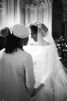 Happy one-year wedding anniversary to the Duke and Duchess of Sussex! Prince Harry and Meghan Markle are celebrating their first year of marriage Harry And Meghan Wedding, Harry Wedding, Meghan Markle Wedding, Prince Harry And Megan, Prince Henry, Lady Diana, Prinz Harry Meghan Markle, Doria Ragland, First Wedding Anniversary