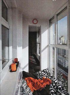 Уютный урбанистический балкон.