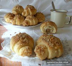 Najlepšia orechová pochúťka ktorá mizne zo stola rýchlosťou blesku. Cesto ako vatička s bohatou náplňou. Také nikde nekúpite!Potrebujeme:Na cesto600 g hladkej múky3 dl kyslej smotany izbovej teploty1 vajíčko100 g práškového cukru100 g roztopeného masla10 g … Serbian Recipes, Serbian Food, Pretzel Bites, Coffee Cake, Christmas Cookies, Recipies, Deserts, Muffin, Cooking Recipes