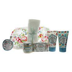 קייט קידסטון סט מתנה אמבט וגוף בלוסום: סבון 25גרם + קריסטלים לאמבט 45גר + ג׳ל רחצה 30מל + תחליב גוף 30מל + מגבת + תיק