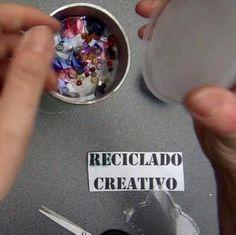 Caleidoscopio hecho reciclando botes de Pringles - Kaleidoscope made out of…