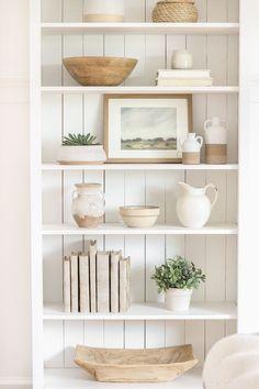 Home Decor Bohemian Shelf Styling 101 - Love Grows Wild.Home Decor Bohemian Shelf Styling 101 - Love Grows Wild Styling Bookshelves, Decorating Bookshelves, Bookcases, Bookshelf Ideas, Home Decor Shelves, Entryway Shelf, Living Room Shelf Decor, Shelving Decor, Kitchen Shelf Decor