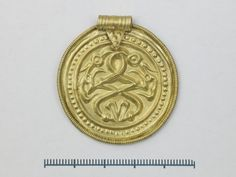 Gullbrakteat, Holta, Strand, Folkevandringstid, 4-500 e.Kr. Gold bracteat, Migration period, 4-500 A.D. Gull, Period, Creatures, Personalized Items