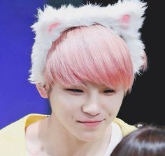 Really love the pink hair on woozi.