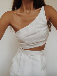 Stylish outfit idea to copy ♥ For more inspiration join our group Amazing Things ♥ You might also like these related products: - Dresses ->. Fashion Week, Look Fashion, Fashion Outfits, Womens Fashion, Fashion Design, White Outfits, Stylish Outfits, Summer Outfits, Pinterest Mode