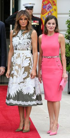 Melania Trump and Queen Letizia of Spain Meet Up—And Prove They're Birds of a Fashion Feather - Lady Style Princess Letizia, Queen Letizia, Cocktail Vestidos, American First Ladies, Casual Dresses, Fashion Dresses, First Lady Melania Trump, Trump Melania, Mode Hijab