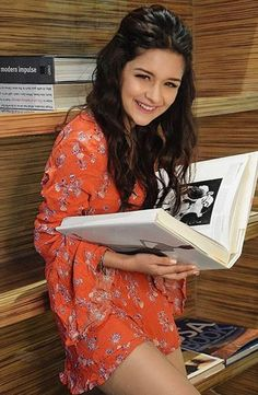 Avneet Kaur the tik tok star Age, Height, Weight, biography and more information about her. Teen Girl Poses, Cute Girl Poses, Girl Photo Poses, Girl Photography Poses, Stylish Girls Photos, Stylish Girl Pic, Cute Little Girl Dresses, Cute Girls, Alia Bhatt Photoshoot