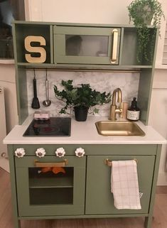 New Images Ikea keukentje pimpen Thoughts An Ikea children's space remains to intrigue the kids, because they're offered a great deal mor Ikea Kids Kitchen, Diy Play Kitchen, Ikea Kitchen Design, Toy Kitchen, Dinette Ikea, Stores Like Ikea, Ikea Toys, Ikea Furniture Hacks, Best Ikea