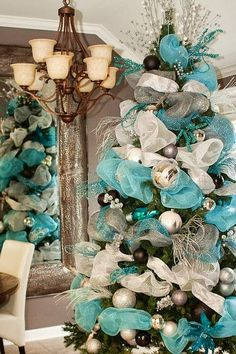 67 Days Until Christmas! ~ Pins of the day for October Turquoise Christmas Inspiration. Mesh Christmas Tree, Blue Christmas Decor, Coastal Christmas, Noel Christmas, Winter Christmas, Christmas Ideas, Frozen Christmas, Xmas Trees, Turquoise Christmas Decorations