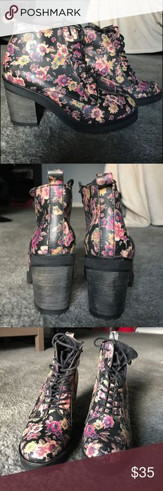"Steve Madden floral boots Dr Marten style boots at a small fraction of the price. Worn twice! No damage. Chunky Heel is 3"" Steve Madden Shoes Lace Up Boots"