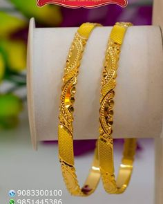 Plain Gold Bangles, Gold Bangles Design, Gold Earrings Designs, Gold Jewellery Design, Gold Bangle Bracelet, Bangle Set, Silver Bracelets, Gold Jewelry Simple, India Jewelry