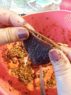 Kuru Patlıcan Dolması Yapımı Salsa, Ethnic Recipes, Food, Essen, Salsa Music, Meals, Yemek, Eten