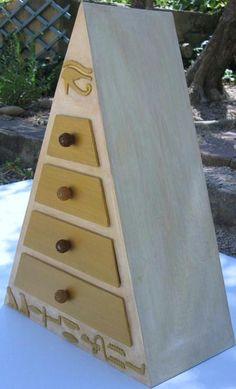 Boîte à bijoux pyramide