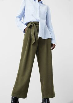 Discover the latest trends in women's trousers. Dressy, skinny, palazzo and baggy trousers, chinos and leggings. Trousers Women Outfit, Baggy Trousers, Pants For Women, Clothes For Women, Sheer Fabrics, Soft Fabrics, Mango Fashion, Manga, Fashion Outlet