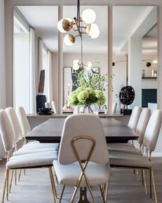 20 Trendy Dining Room Wall Colors to Transform Your Space Dining Room Mirror Wall, Living Room Mirrors, Dining Room Walls, Dining Room Design, Dining Room Furniture, Living Room Decor, Wall Of Mirrors, Furniture Design, Townhouse Interior