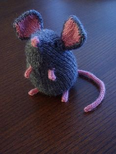 Knitted mousie, pattern by Ysolda Teague