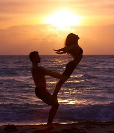 acro yoga, pratiquer au bord de la mer