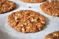 Sweet treats // Crunchy Almond Butter Oatmeal Cookies