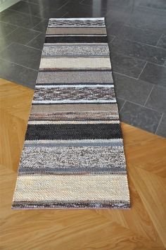 Rag Rugs, Tear, Weaving Patterns, Recycled Fabric, Woven Rug, Rugs On Carpet, Fiber Art, Textiles, Decoration
