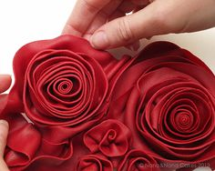Passo a Passo: Red passion cake | My Cake Design tutorial for cabbage rose out of fondant.