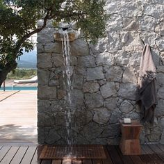An outdoor shower like a waterfall – Corinne Vezzoni, house in Corsica Source by monachollet Outdoor Baths, Outdoor Bathrooms, Outdoor Rooms, Outdoor Gardens, Outdoor Living, Outside Showers, Outdoor Showers, Garden Shower, Villa Design