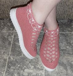 Pink weave check slip on rocker bottom shoe sneaker Crochet Sandals, Crochet Boots, Crochet Slippers, Crochet Clothes, Crochet Baby, Mode Shoes, Knit Shoes, Baby Boots, Filet Crochet