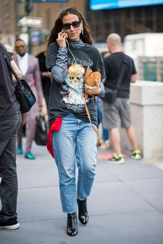 What is worn on the New York Fashion Week: 6 piece, Buro 24/7