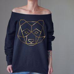 Czarna gruba bluza ze złotym misiem Black thick sweatshirt with a gold beat