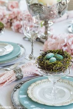 Need ideas for a spring table setting? Find inspiration from this cherry blossom branch tablescape with family heirlooms and pretty pink blossoms. Easter Dinner, Easter Brunch, Easter Table Settings, Easter Colors, Pink Blossom, Cherry Blossoms, Deco Table, Easter Crafts, Easter Ideas