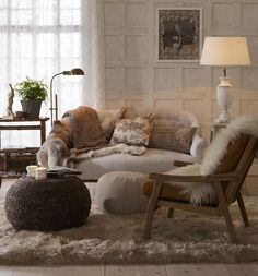 Love how comfy this room is - so inviting, so cozy Rugs In Living Room, Home And Living, Living Spaces, Cozy Living, Interior Design Inspiration, Room Inspiration, Style Salon, Salons Cosy, Home And Deco