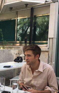 Robert Pattinson Twilight, King Robert, Robert Douglas, Beautiful Boys, Pretty Boys, Man Crush, Celebrity Crush, Celebrity Photos, Pretty People